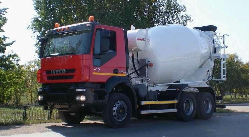 Iveco Trakker с бетоносмесителем ТЗА