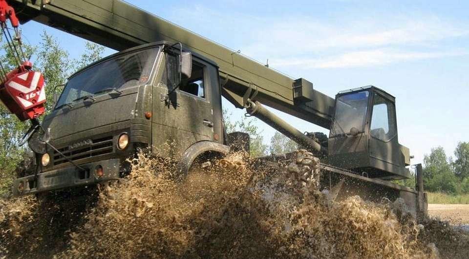 Клинцовские автокраны призваны в армию