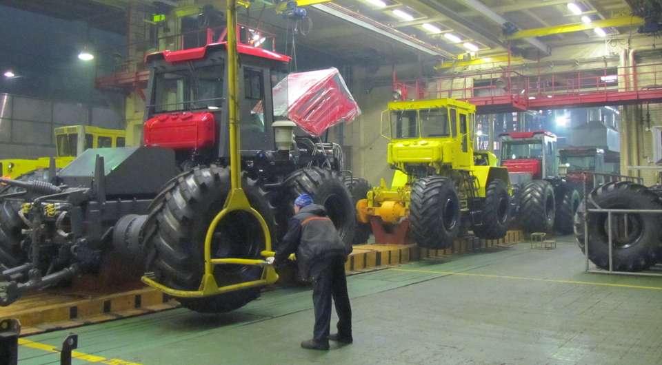 Петербургский тракторный завод сам соберет колеса