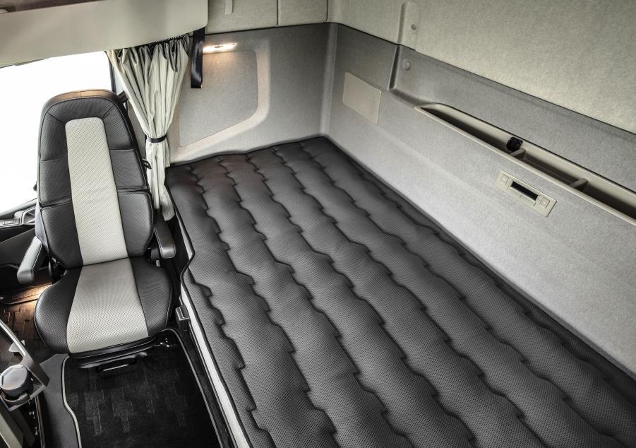 Volvo FH, кабина грузовика, спальная полка, Volvo XXL, кабина Volvo FH, комфорт водителя, спальный отсек, спалка, увеличенная кабина