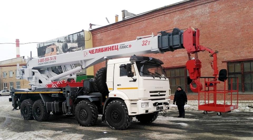Челябинские 32-тонные краны получили монтажную люльку