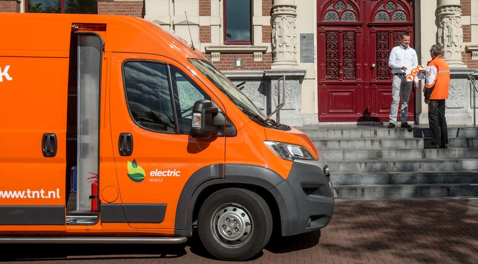 В Нидерландах TNT пересаживается на электрокары