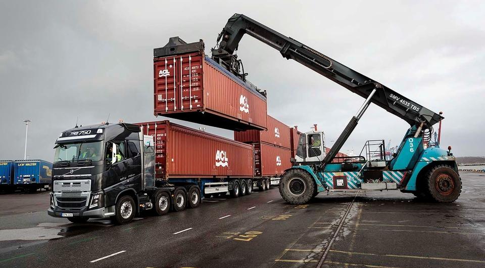Volvo Trucks против 150 слонов