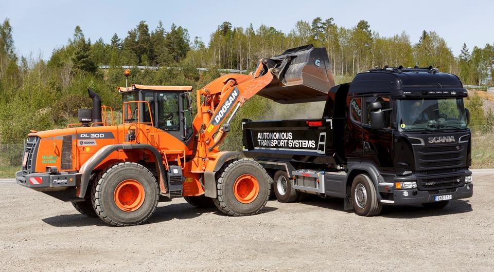 Scania испытывает самосвалы-роботы