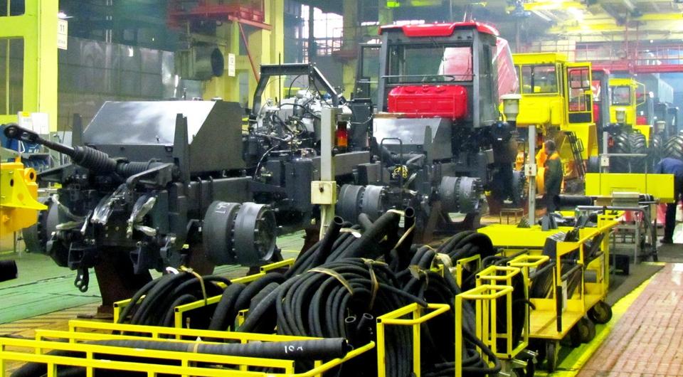 Выпуск сельхозтракторов растет, промышленных – падает