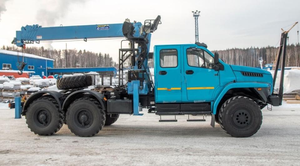 «Урал NEXT»: седло, двухрядная кабина и мощный КМУ