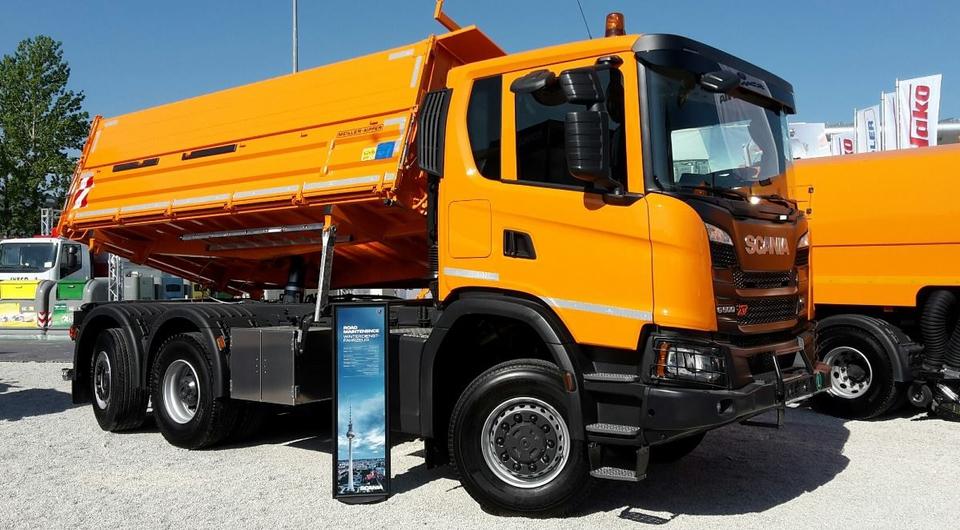 Трехосный самосвал Scania для применения в городах