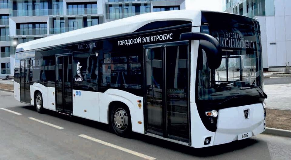 Электробус КАМАЗ-6282 выходит на столичный маршрут