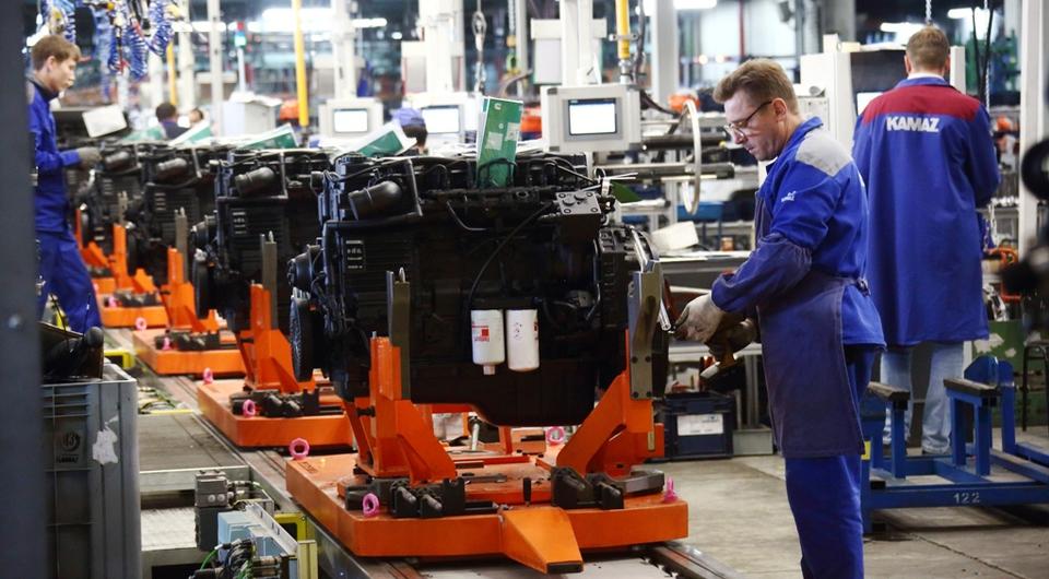 На КАМАЗе заработала новая линия стыковки дизеля и КПП