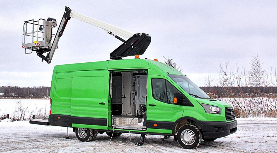 Ford Transit: фургон плюс 14-метровый подъемник