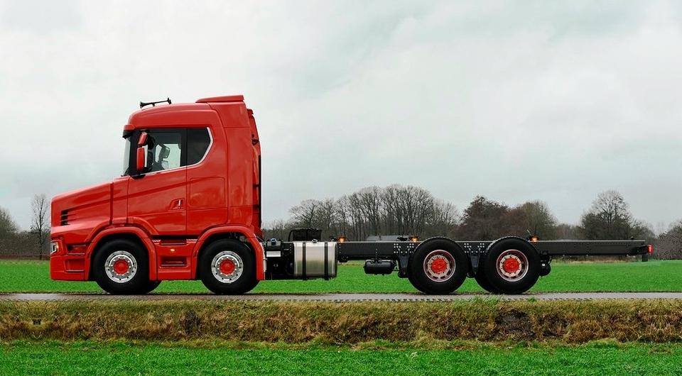 Scania с «носом». Шасси Vlastuin для эвакуатора
