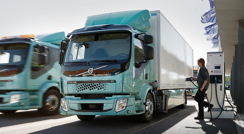 Первые грузовики Volvo Electric поставлены заказчикам