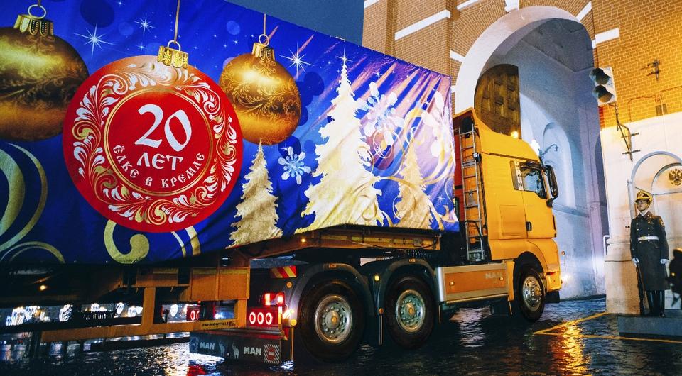 MAN TGX доставил Новогоднюю елку в Кремль