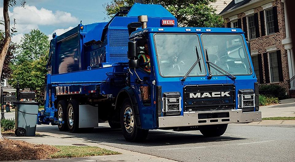 Mack LR. Профессия – мусорщик